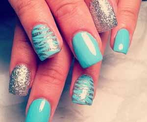 faux-ongles-bleu.jpg