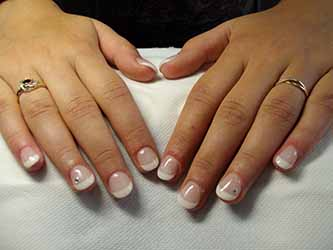 Ongles en gel french manucure - Deco french manucure ...