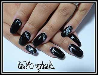 ongle-en-gel-deco-noir-et-blanc.jpg