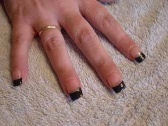ongle-en-gel-french-noir.jpg
