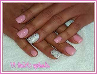 ongle-en-gel-rose-et-blanc.jpg