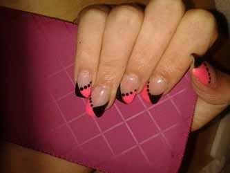 ongle-rose-et-noir.jpg