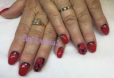 ongles-en-gel-noir-et-rouge.jpg