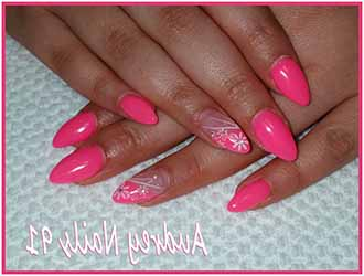 ongles en gel rose fluo
